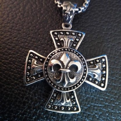 Heavy Lily Cross